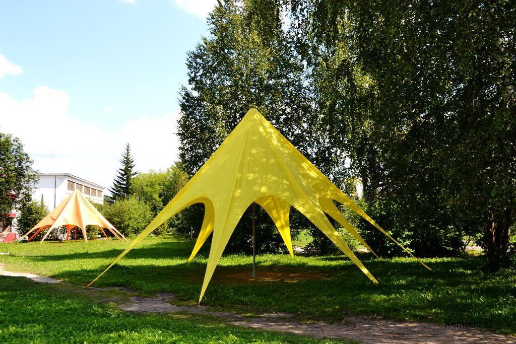 Шатер-звезда желтого цвета для базы отдыха